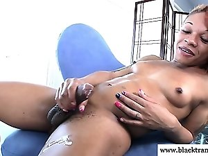 Nubian tranny cums from tugging her cock